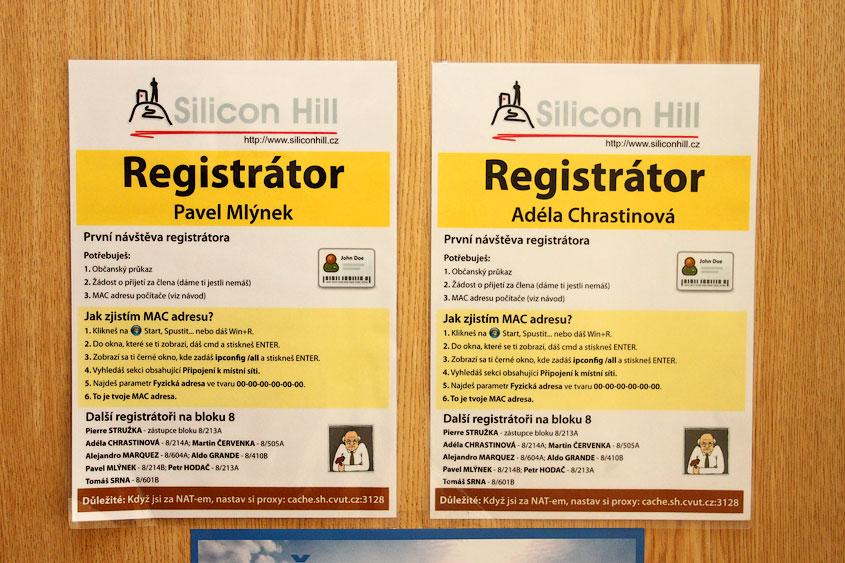 Табличка на двери регистратора клуба Silicon Hill